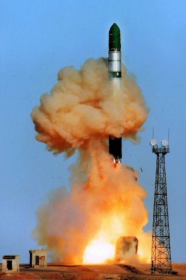 Межконтинентальная баллистическая ракета   (9фото)