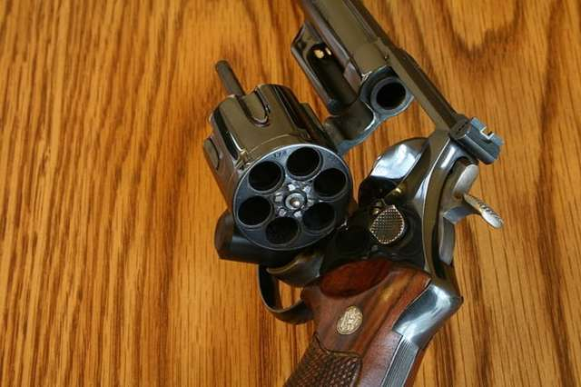 Auto mag пистолет - auto mag pistol