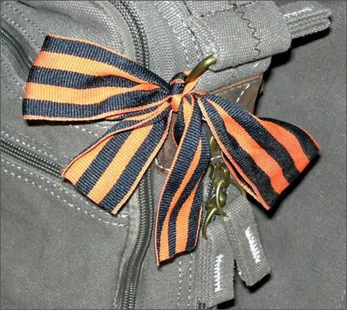 Фото 3. как правильно носить георгиевскую ленту и еще 9 трудных вопросов о самом массовом символе победы - новости - 66.ru