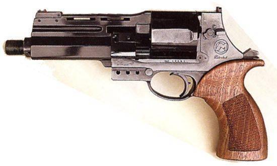 """Пистолет для защиты или револьвер для """"развлечений"""": топ-3 варианта стволов"""