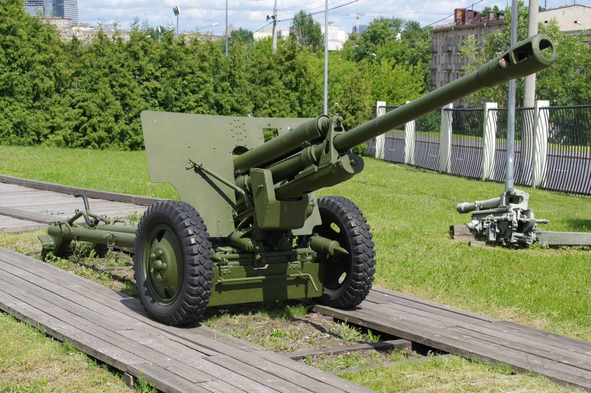 Советская 76-мм дивизионная пушка ЗиС-3 1942 года – универсальное дальнобойное орудие