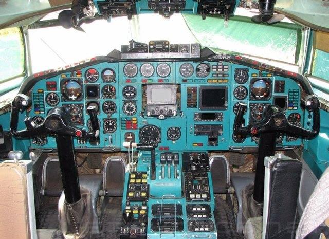 «руководство по летной эксплуатации самолетов ту-134 (а, б) книга вторая воздушный транспорт москва 1ээ6 производственное издание руководство по летной эксплуатации ...»