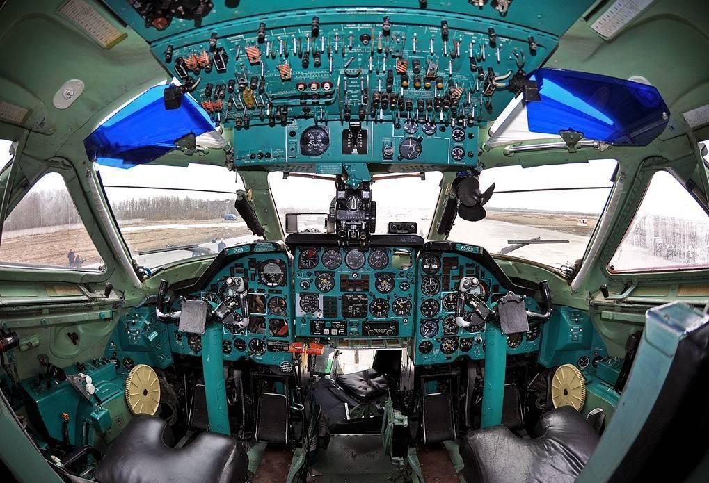 Максимальная и средняя скорость пассажирского самолета в полете, при взлете и посадке