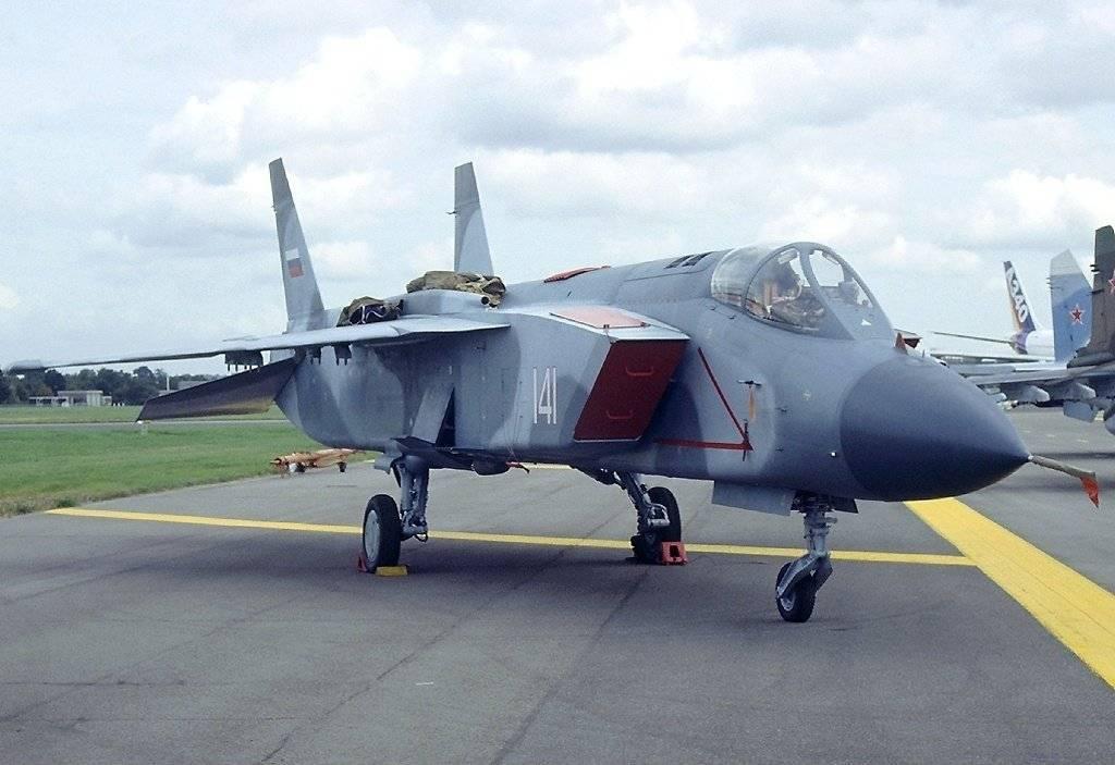 Самолёт для мистраля – первый в мире сверхзвуковой истребитель с вертикальным взлётом и посадкой як-141. ссср