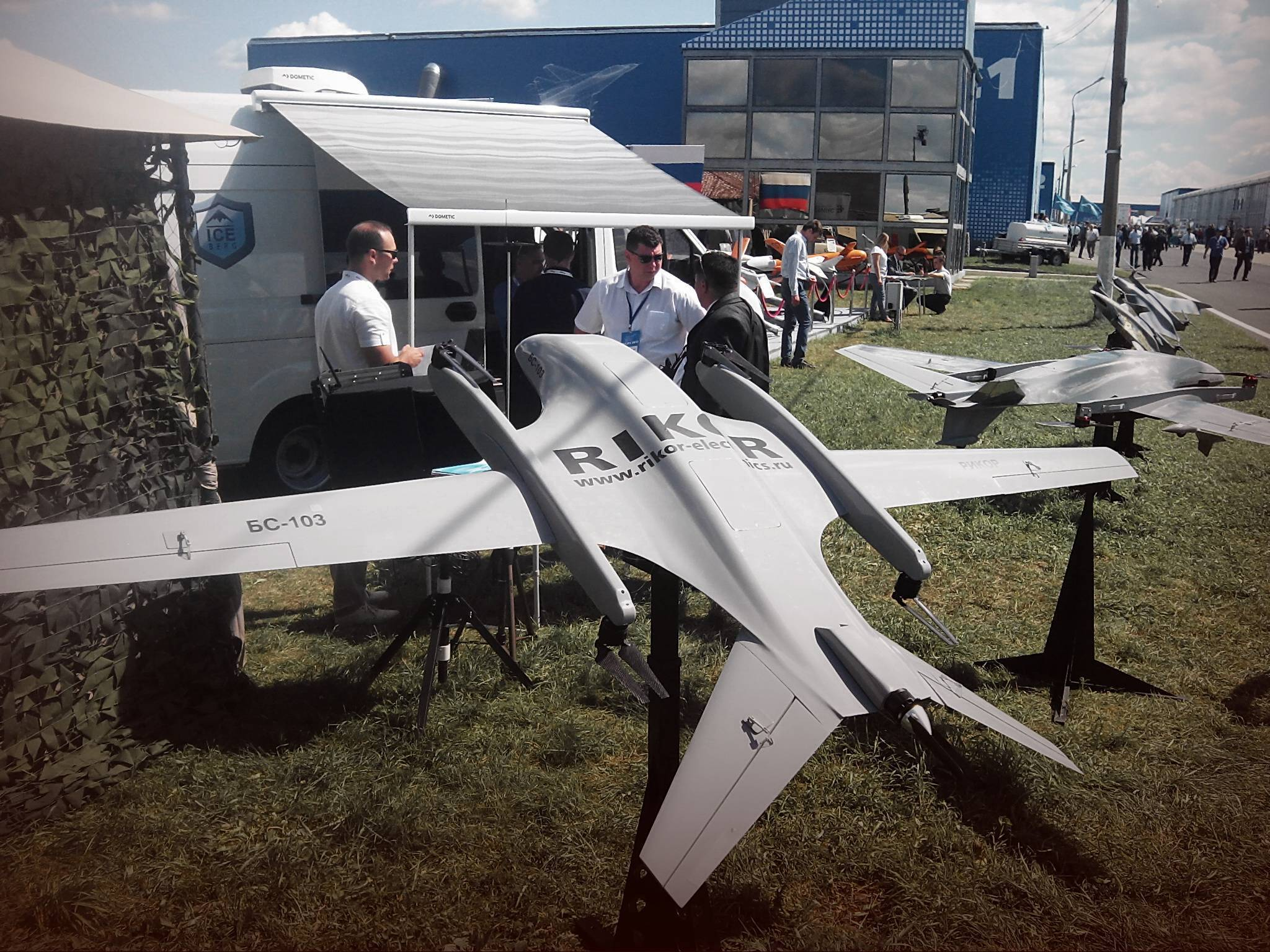 На безопасной высоте: владельцам «легких» дронов откроют небо | статьи | известия