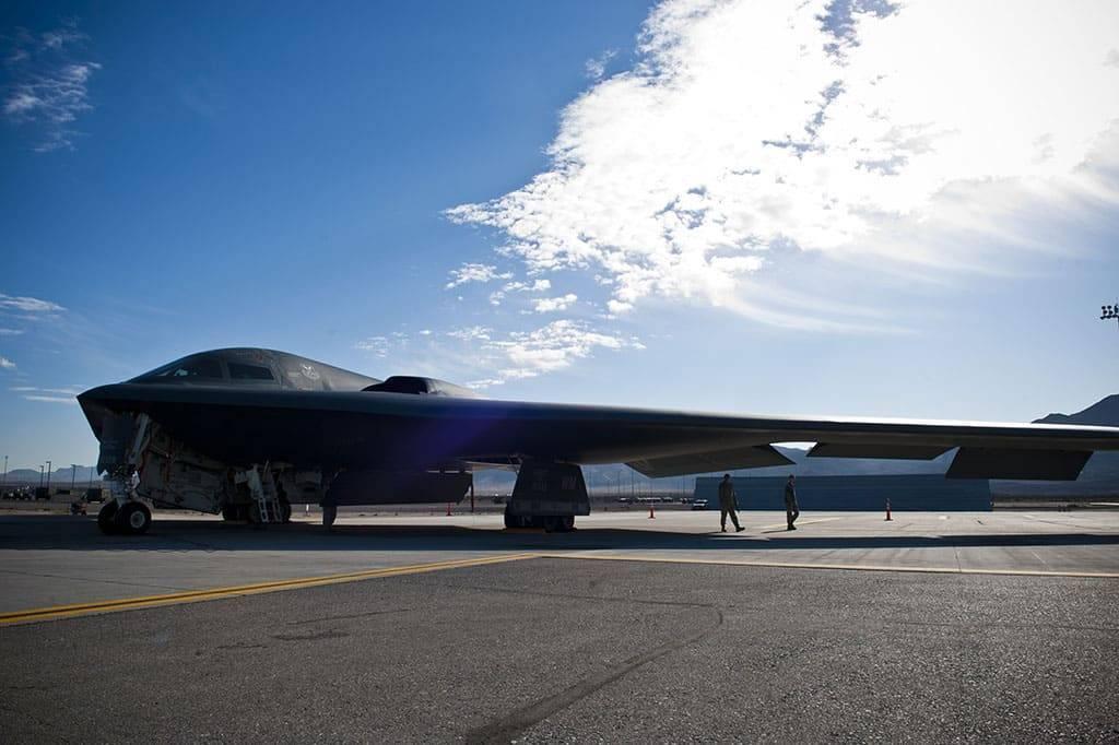 Стратегический бомбардировщик northrop b-2 spirit (сша)