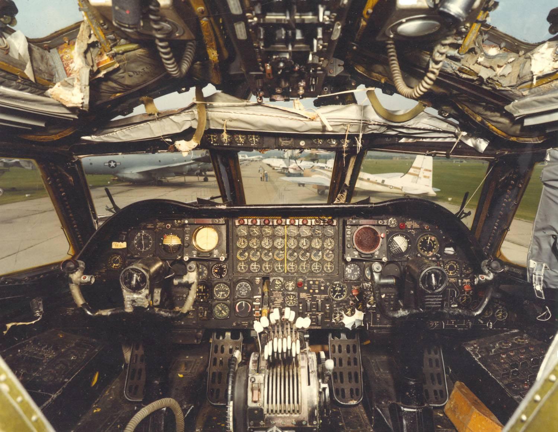 Самолет в-52 - легендарная американская боевая машина