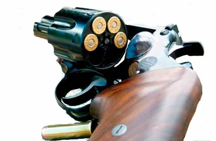 Читать онлайн пистолеты и револьверы. выбор, конструкция, эксплуатация страница 39