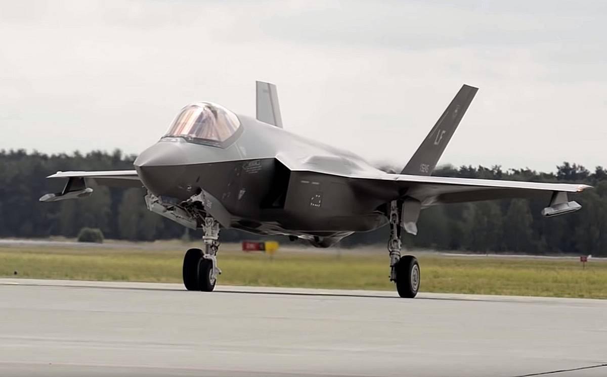 Многоцелевой малозаметный истребитель-бомбардировщик f-35 lightning ii