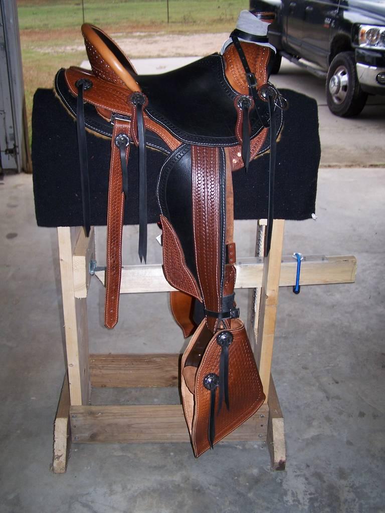 Седло для лошади: как надеть, сделать своими руками или подобрать седло, сколько стоит и как правильно сидеть на нем