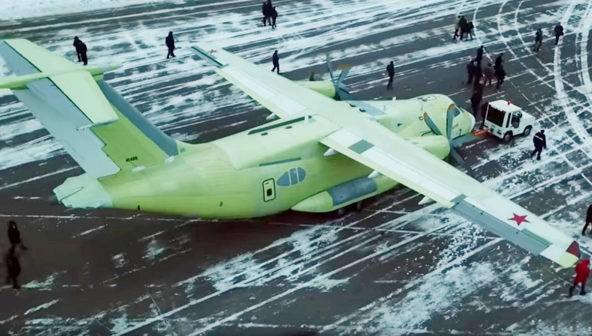 Легкий военно-транспортный самолет ил-112в поднялся в воздух