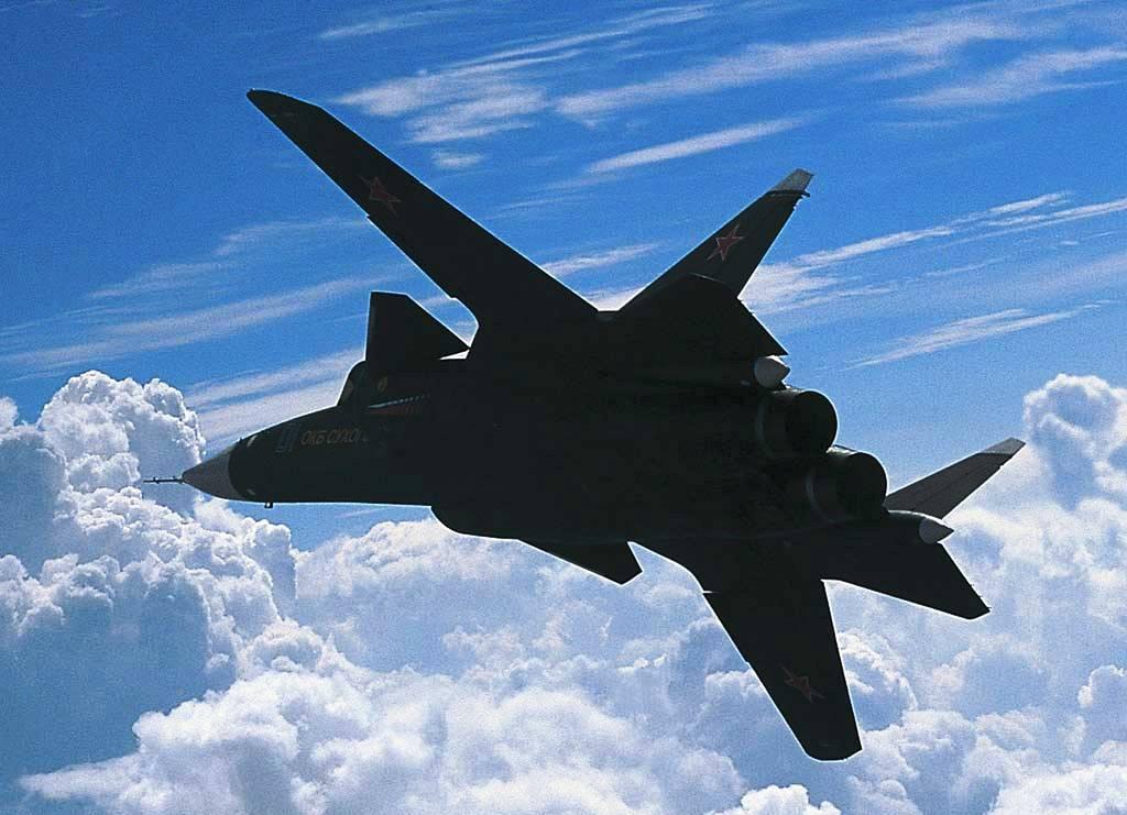 """Самолет су-47 """"беркут"""" - экспериментальный многоцелевой истребитель"""
