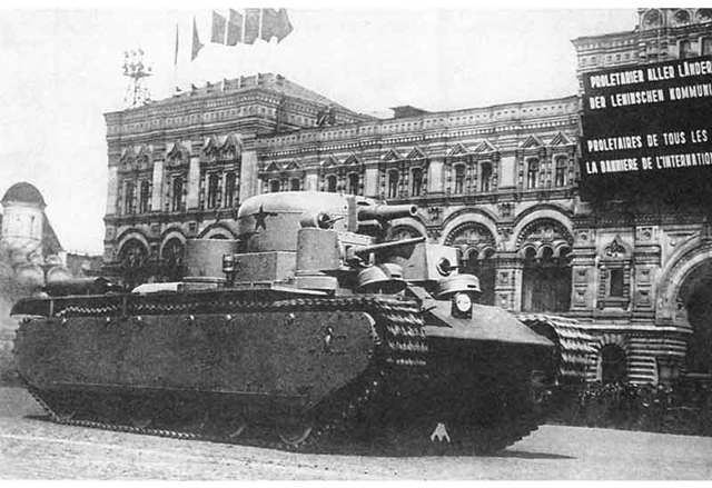 Советский пятибашенный тяжелый танк т-35.