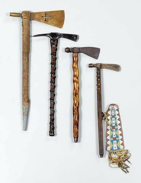 Дубинка в форме мушкета сделанный индейцами. томагавк – настоящее оружие настоящего индейца. огнестрельное оружие индейцев