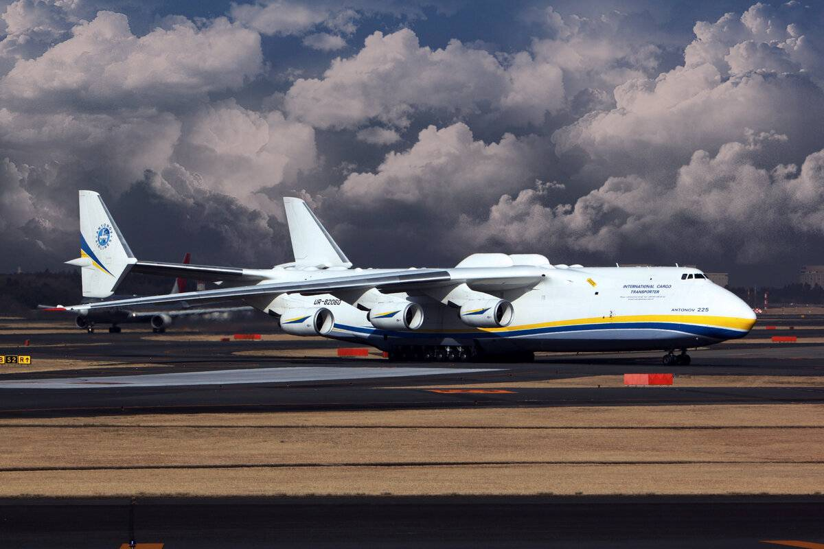Самый большой грузовой самолет ан-225 «мрия» после ремонта снова замечен в небе
