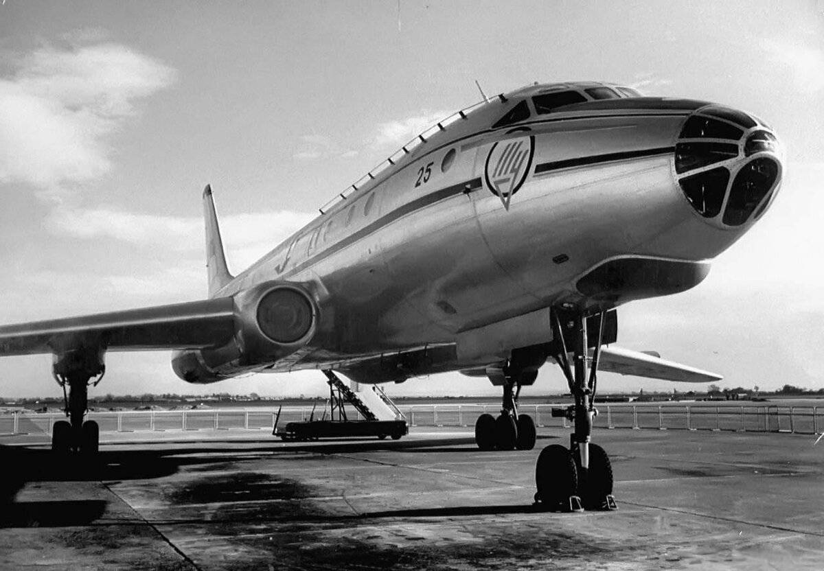 Ту-104 – пассажирский бомбардировщик