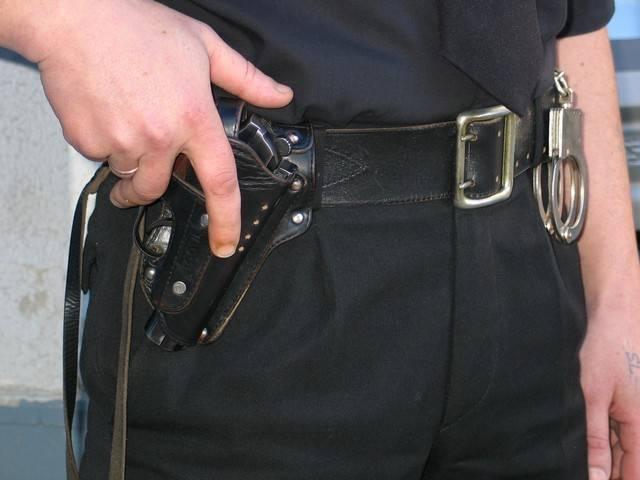 Наручники: пассивные спецсредства на страже порядка. применение наручников порядок надевания наручников