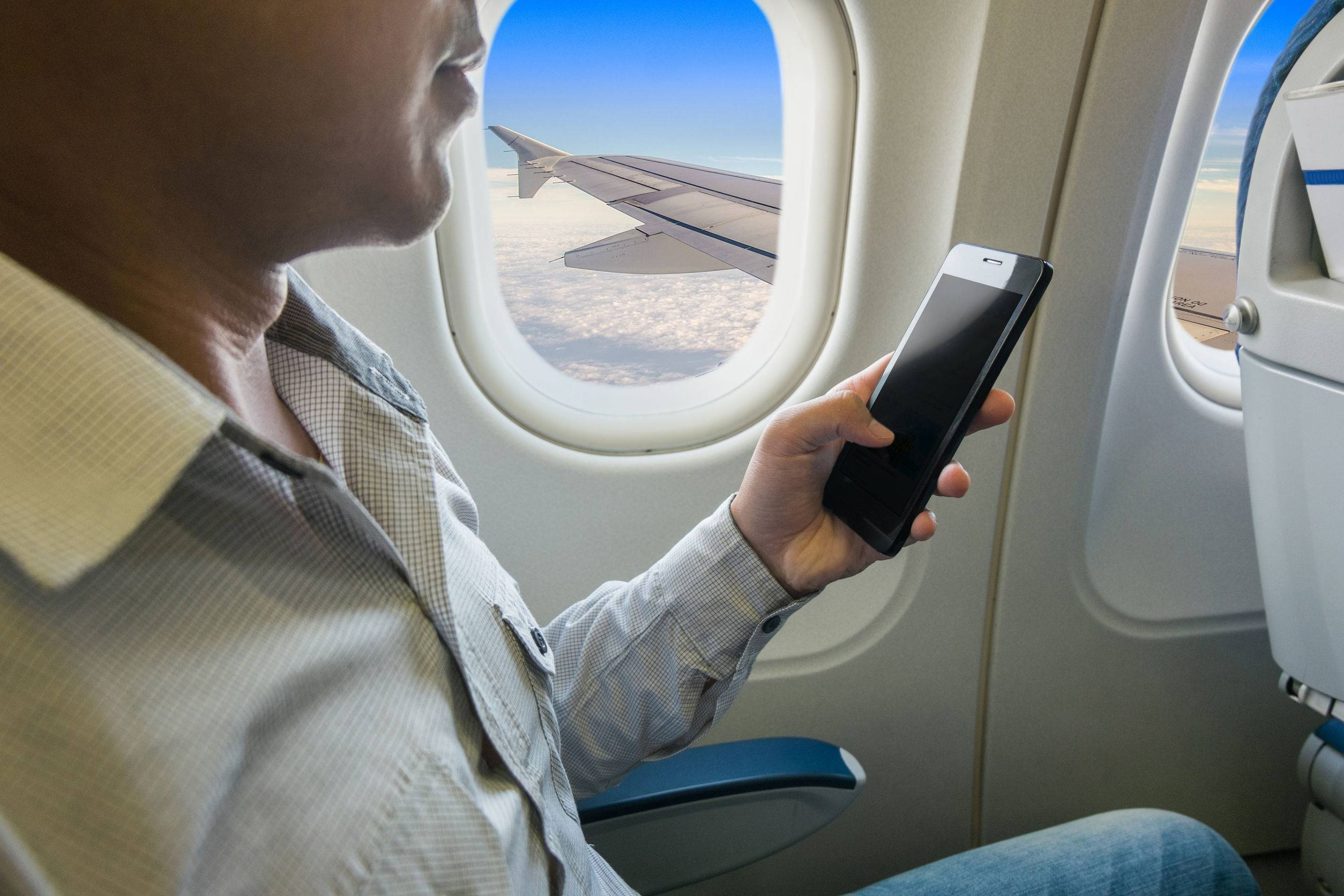 Почему всамолете нужно выключать мобильный? отвечаем напопулярные вопросы пассажиров