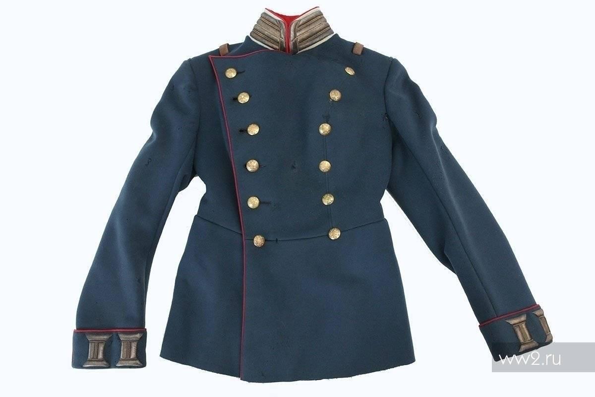 Одевать военно морской мундир офицера