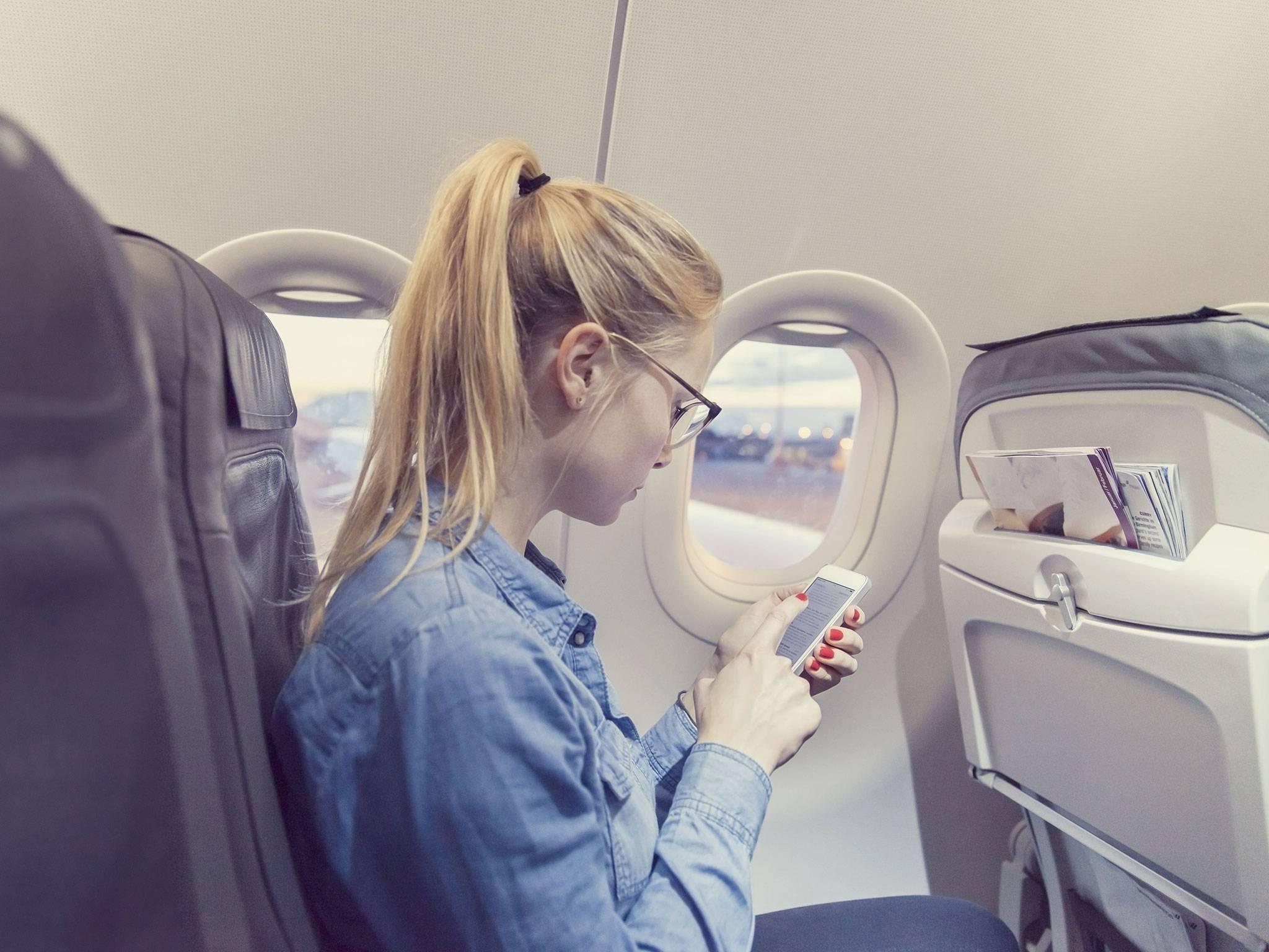 Можно ли пользоваться и заряжать телефон в самолете