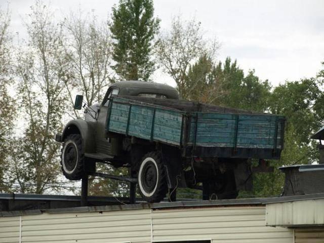 Армейский полноприводной грузовик газ 63