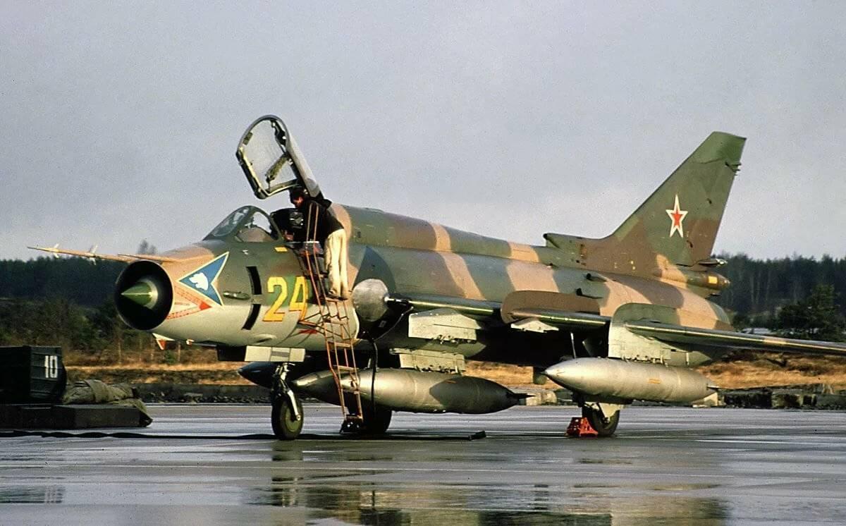 Истребитель сухой су-7