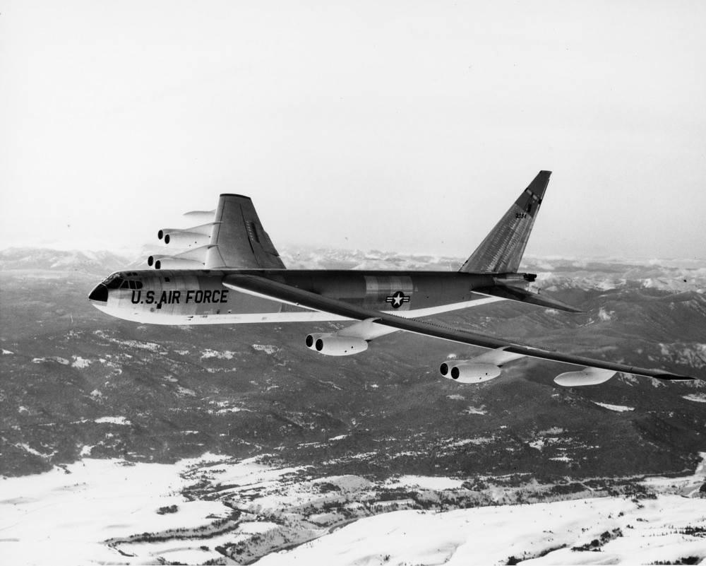 Boeing B-52 Stratofortress: основной стратегический бомбардировщик ВВС США
