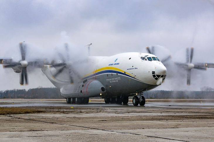 Транспортный турбовинтовой самолёт ан-22 «антей». фото ан-22.