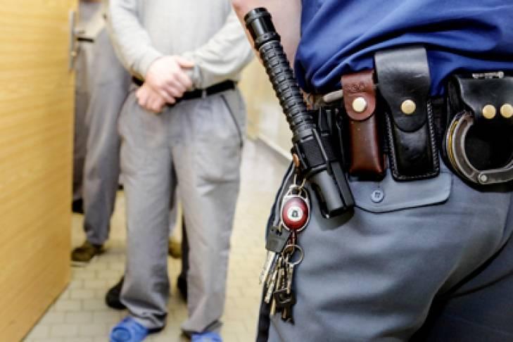Применение специальных средств сотрудниками полиции: в каких случаях возможно?