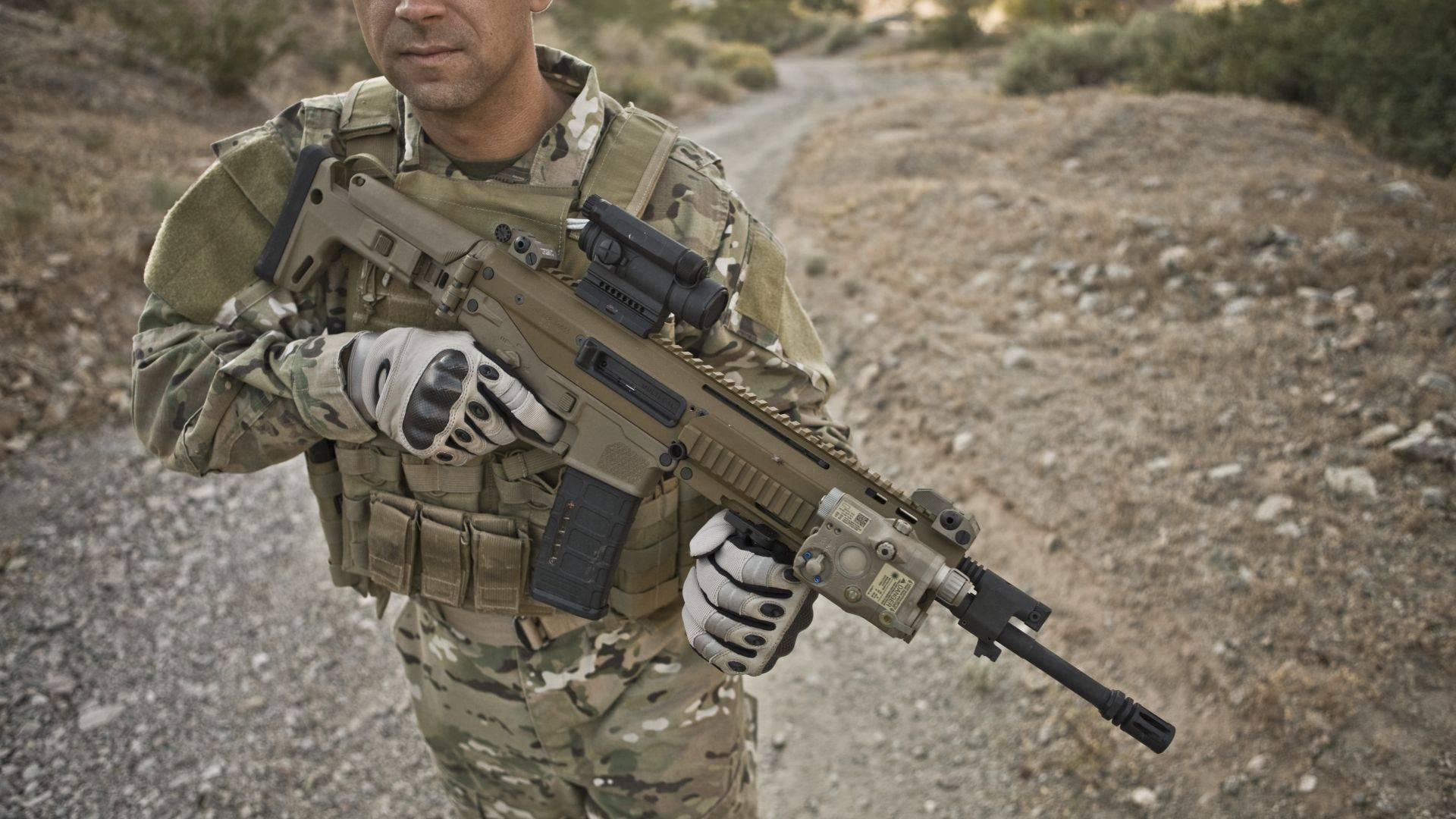 Видео: штурмовая винтовка fn fal