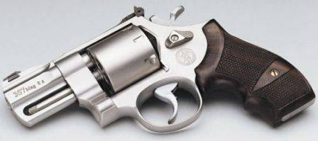 Пистолет Магнум 44 — беспредельная мощь по-американски