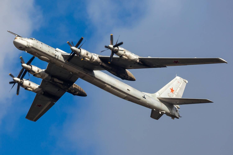 Самолёт бомбардировщик ту 95
