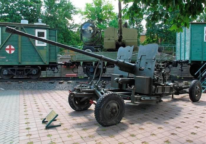 40-мм орудие bofors — автоматическое зенитное орудие «бофорс», разработанное шведским концерном bofors.