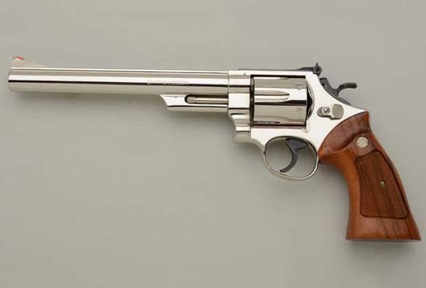 Пистолет Auto Mag