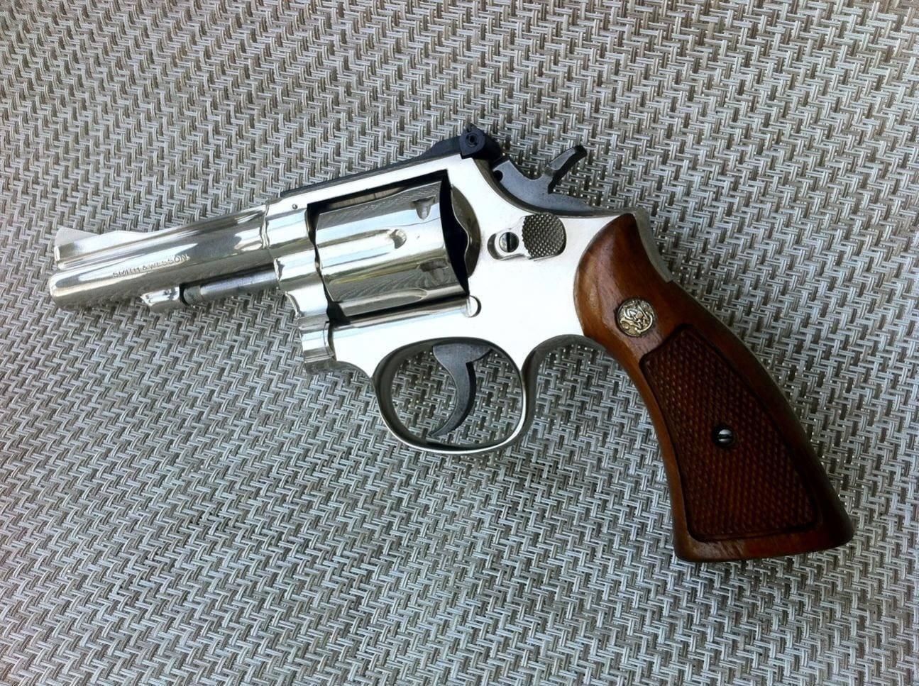 Револьвер Smith & Wesson Model Military & Police
