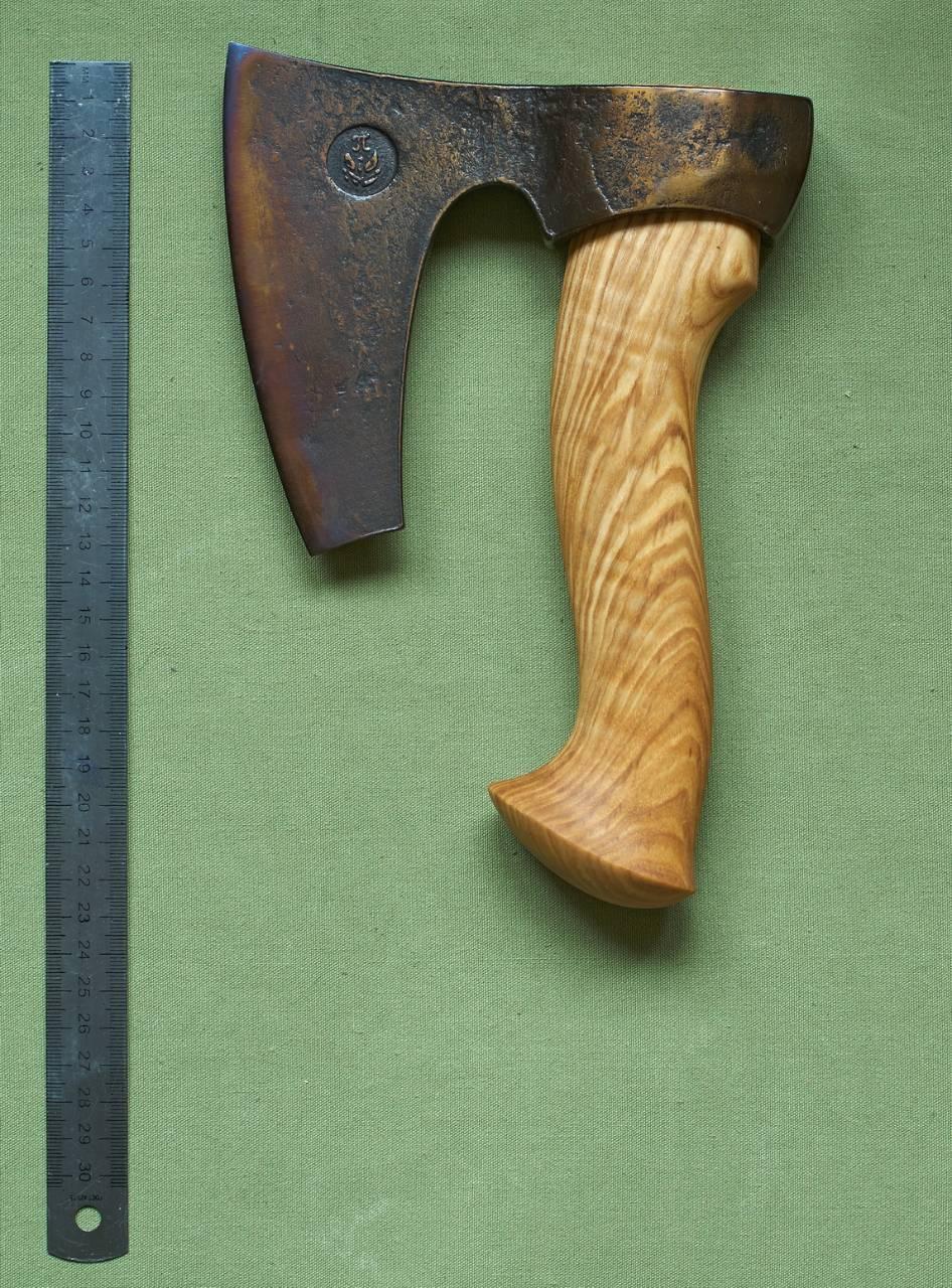 Топор ручной работы: достоинства и недостатки кованых образцов