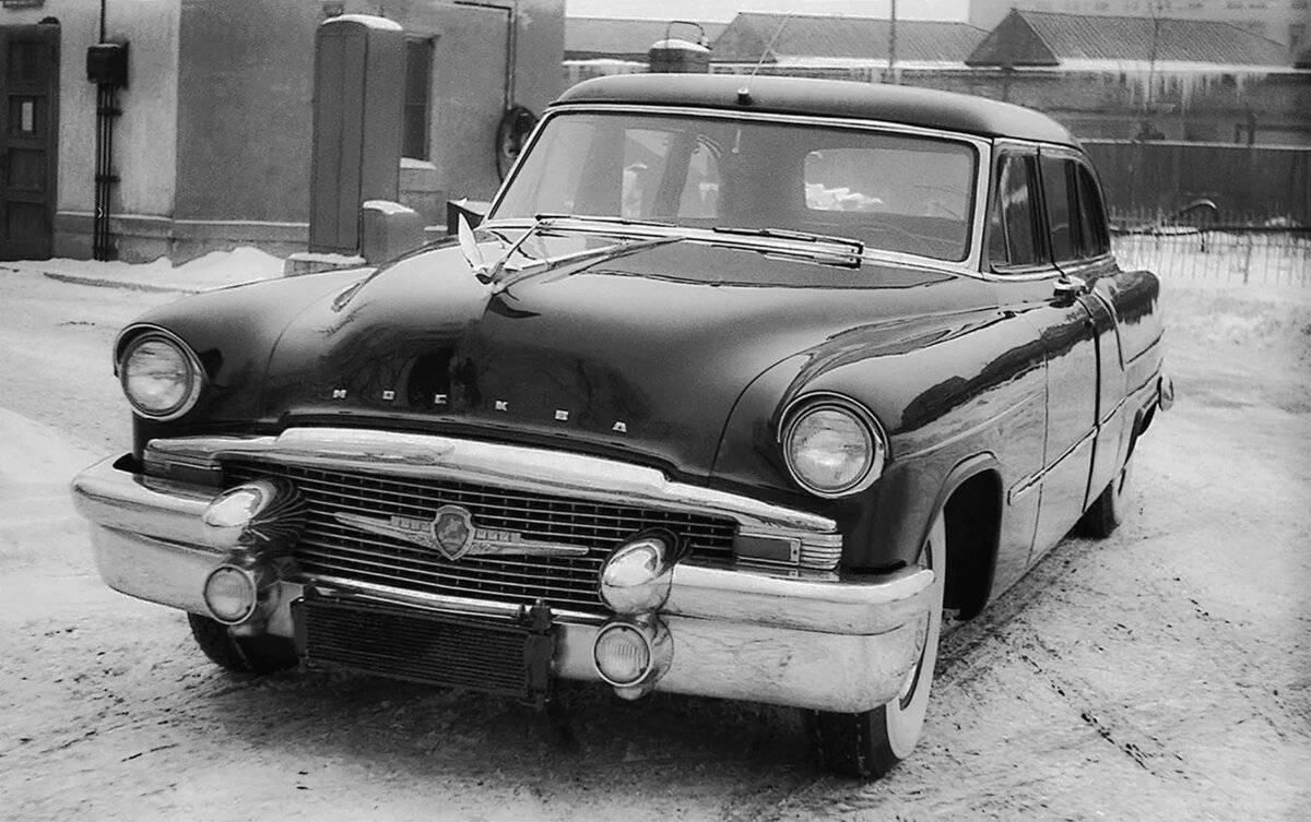 Зил 111 и газ 13. выставка правительственных автомобилей: от никиты хрущева до константина черненко