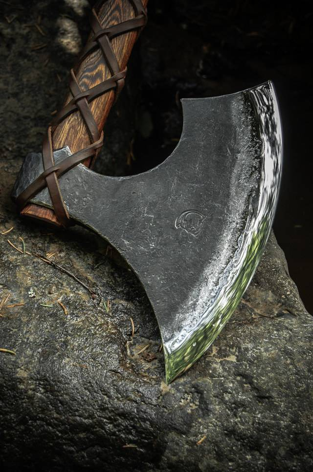 Острая секира – особый вид холодного оружия