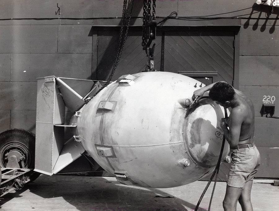 Первые атомные бомбы. ядерная бомба – оружие, обладание которым, уже является сдерживающим фактором