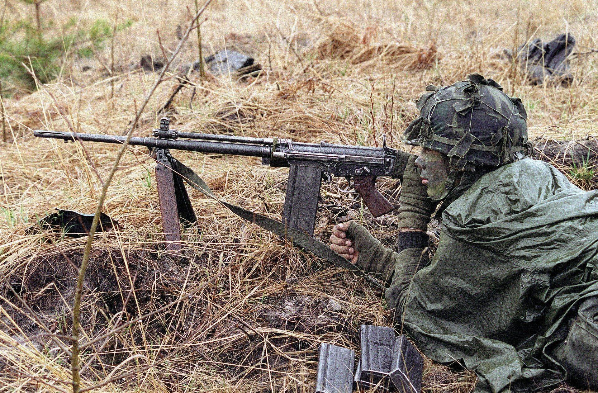 Винтовки fn fal и fn scar – одни из самых популярных современных боевых винтовок