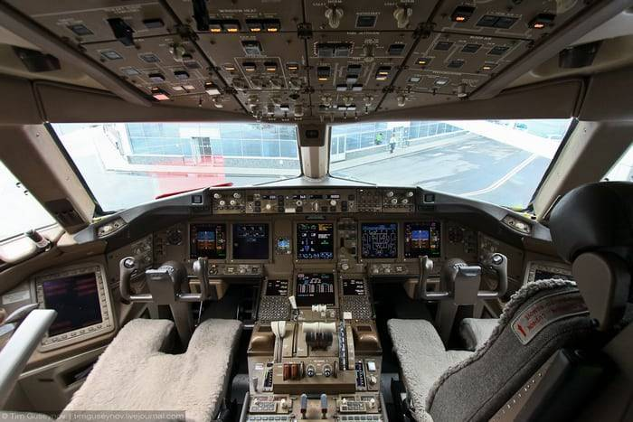 Boeing 707 — база знаний