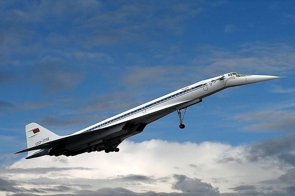 Ту-144 — первый сверхзвуковой советский самолет