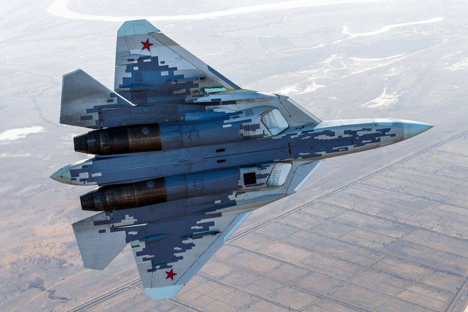 Истребитель пятого поколения Су-57 (ПАК ФА Т-50)