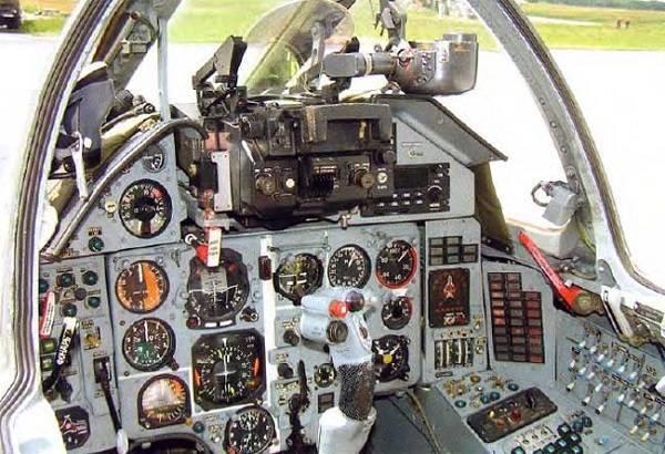 Истребитель cухойсу-15