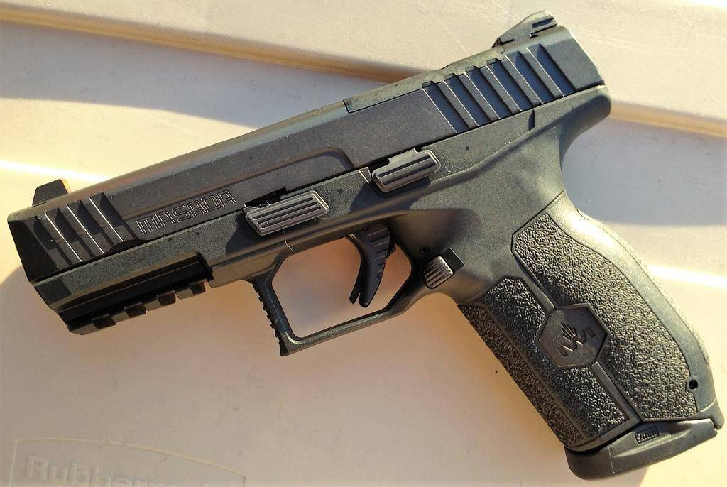 Iwi masada pistol
