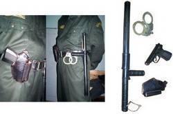 Как пользоваться наручниками и как открыть их без ключа?