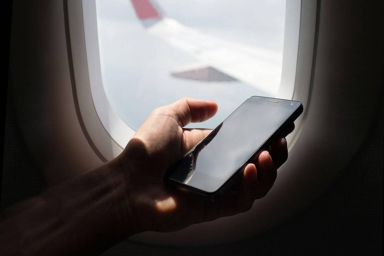 Интернет в самолете: можно ли использовать во время полета, условия и ограничения