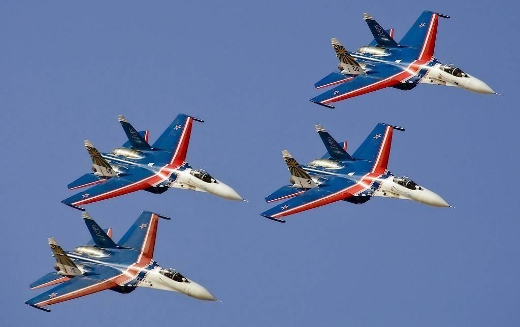 русские витязи пилотажная группа картинки белый дом его
