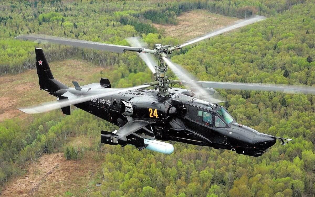 Вертолёт Ка-50 – «черная акула» в голубом небе