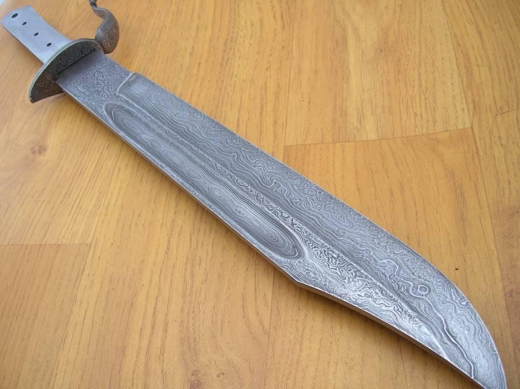 Ножи из дамасской стали - роскошное оружие